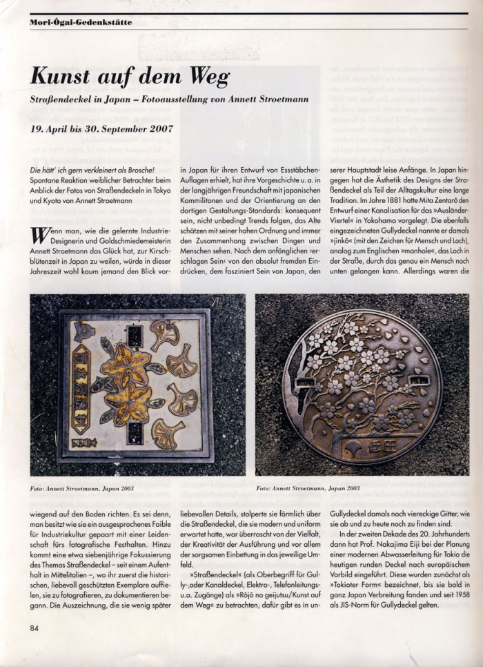 """""""Kunst auf dem Weg Straßendeckel in Japan Fotoausstellung von Anett Stroetmann"""", in Museumsjournal 2 2007, S.84"""